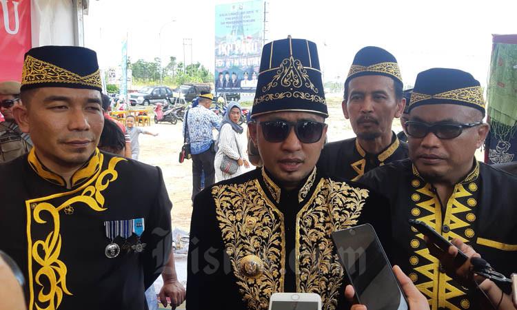 Abdul Gafur Mas'ud, Bupati Penajam Paser Utara (tengah depan). - Bisnis/Jaffry Prabu Prakoso
