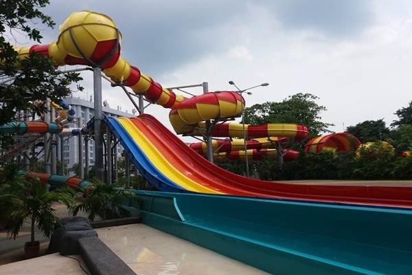 Wahana Dragon Race di Atlantis Water Adventure Ancol - Nur Faizah al Bahriyatul Baqiroh