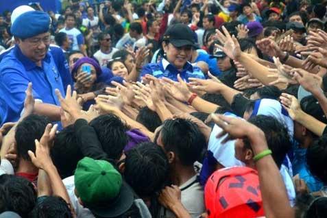 Foto Arsip: SBY saat bersama istri, (almarhumah) Ani Yudhoyono dalam kegiatan kampanye pemilu - Antara
