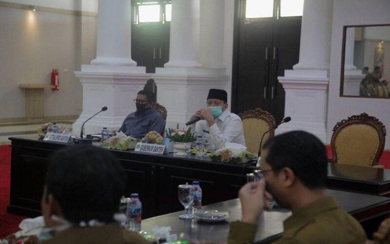 Gubernur Banten Wahidin Halim menerima laporan satu orang meninggal dunia dan lima positif COVID/19, sehingga pemerintah daerah mentetapkan kasus kejadian luar biasa (KLB).