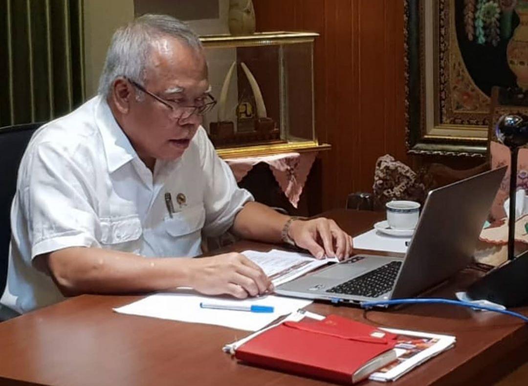 Menteri PUPR Basuki Hadimuljono bekerja dari kediamannya pada Selasa (17/3/2020) - dokumentasi Kementerian PUPR