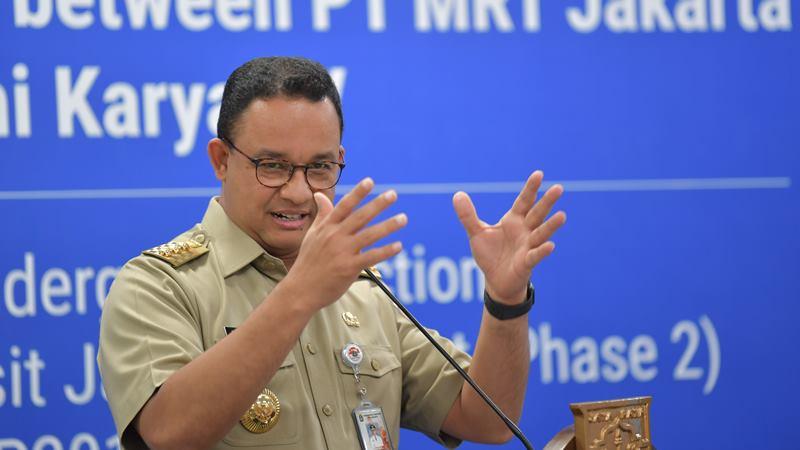 Gubernur DKI Jakarta Anies Baswedan menyampaikan sambutan disela-sela penandatanganan kerja sama (MOU) proyek pembangunan MRT fase 2A dan lingkup kerja CP201 di Stasiun Bundaran Hotel Indonesia (HI), Jakarta, Senin (17/2/2020). - ANTARA / M Risyal Hidayat