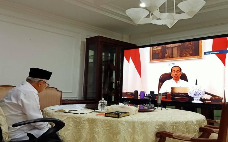 Wakil Presiden Ma'ruf Amin saat melakukan rapat terbatas dengan Presiden Jokowi di rumah dinasnya, Rabu (18/3/2020). Rapat melalui video conference dilakukan seiring dengan arahan work from home dari presinden. - Istimewa