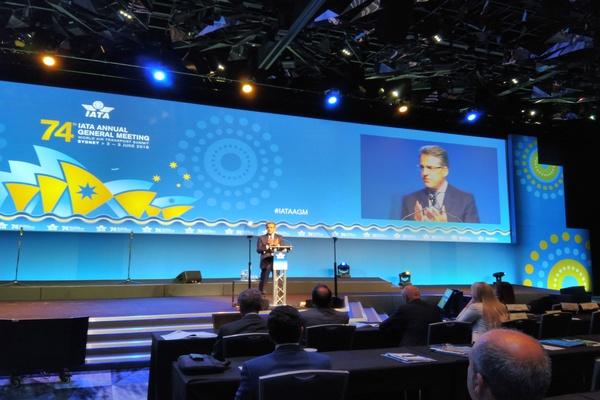 Direktur Jenderal dan CEO IATA Alexandre de Juniac saat memberikan pidato pada pembukaan IATA Annual General Meeting dan World Air Transport Summit ke-74 di Sydney, Australia, Senin (4/6). - Bisnis/Siti Munawaroh