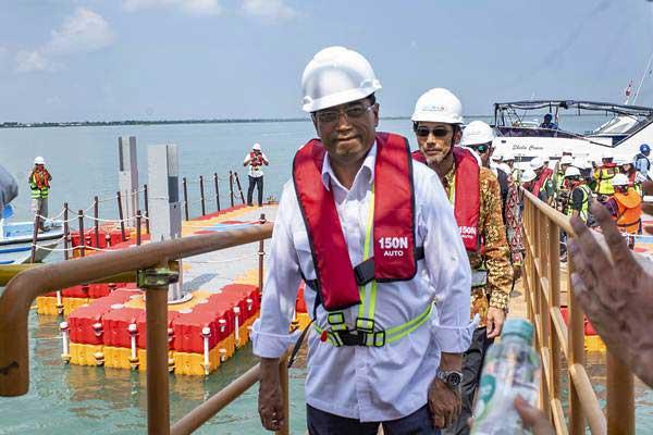 Menteri Perhubungan Budi Karya Sumadi meninjau proyek pembangunan Pelabuhan Patimban di Desa Patimban, Subang, Jawa Barat, Rabu (9/1/2019). - ANTARA/M Ibnu Chazar