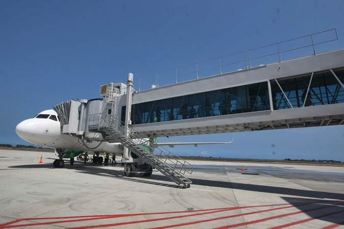 Penumpang turun dari pesawat Citilink dengan kode QG 132 rute HLP-YIA, usai mendarat pada penerbangan perdana di bandara Yogyakarta International Airport (YIA), Kulonprogo, Senin (6/5/2019). - Harian Jogja/Gigih M. Hanafi