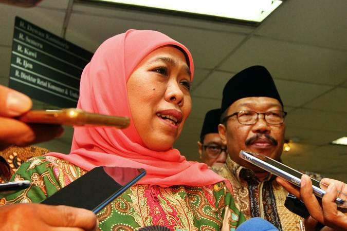 Gubernur Jawa Timur Khofifah Indar Parawansa (kiri) . - Bisnis/Wahyu Darmawan