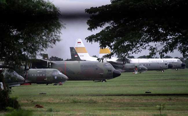 Pesawat Hercules disiagakan di Lanud Halim Perdanakusuma, Jakarta, Jumat (31/1/2020). Bisnis - Arief Hermawan P