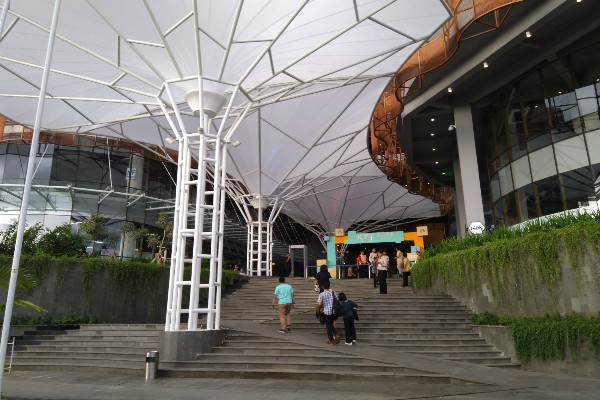 Tampilan Nipah Mal Makassar yang mengusung konsep urban di Kota Makassar - Siti Munawaroh