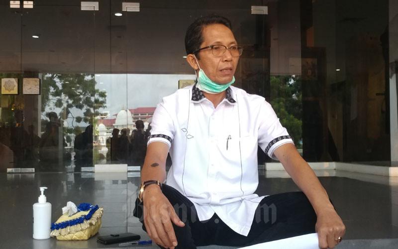 Ketua Tim Gugus Tugas Penanganan Covid-19 Kota Batam, Amsakar Achmad, saat menjelaskan riwayat perjalanan pasien positif Covid-19 pada Senin (23/3/2020). - Bisnis/Bobi Bani.