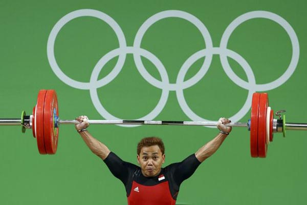 Lifter Eko Yuli Irawan saat meraih medali perak Olimpiade 2016 - Reuters/Yves Herman