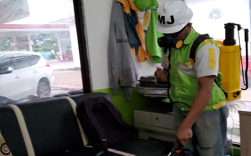 Ruangan salah satu agen penyalur LPG disemprot cairan disinfektan - Istimewa