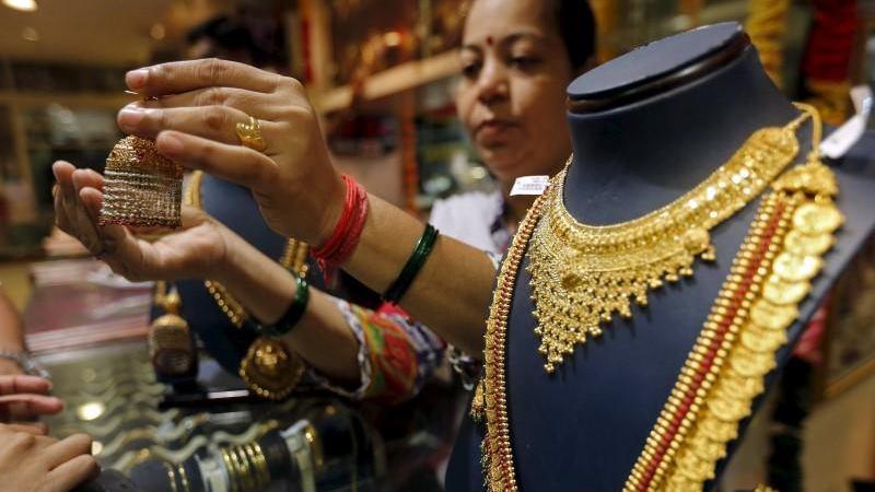 Emas perhiasan. - Reuters