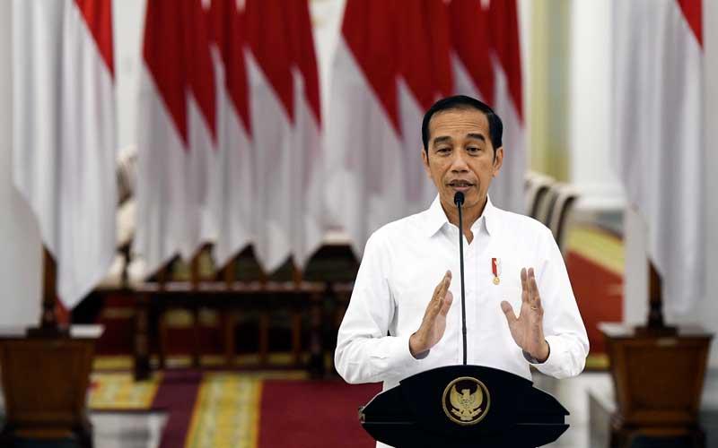 Presiden Joko Widodo memberikan keterangan pers terkait COVID-19 di Istana Bogor, Jawa Barat, Senin (16/3/2020). ANTARA FOTO - Hafidz Mubarak A