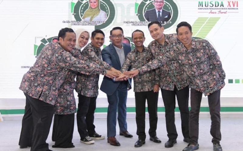 Gubernur Jabar Ridwan Kamil (tengah) saat menghadiri Musda Hipmi Jabar di Karawang - Istimewa