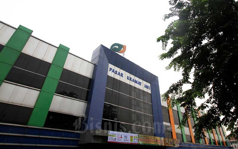 Suasana didepan Pasar Kramat Jati, Jakarta, Rabu (18/3/2020). Bisnis - Arief Hermawan P