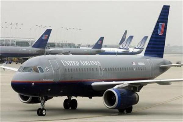 Pesawat maskapai penerbangan United Airlines - Reuters