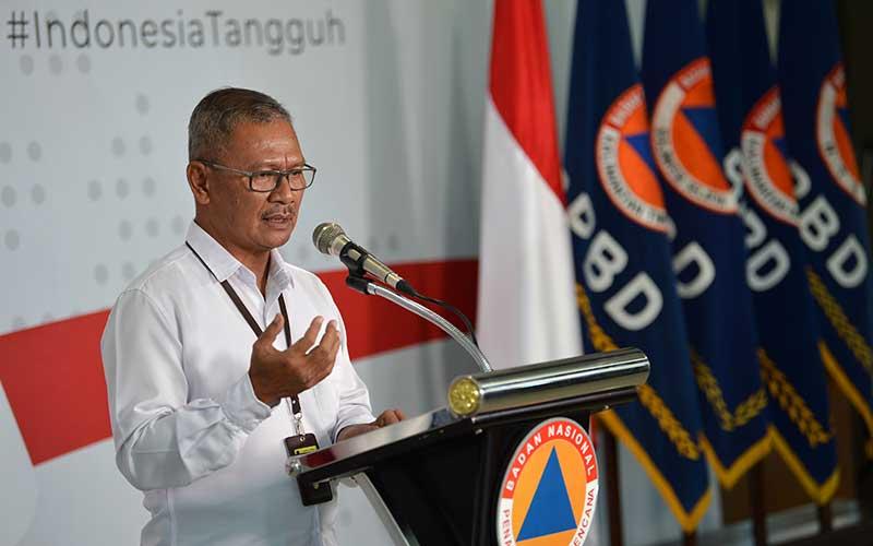 Juru Bicara Pemerintah untuk Penanganan COVID-19 Achmad Yurianto memberikan keterangan pers di Graha BNPB, Jakarta, Kamis (19/3/2020). ANTARA FOTO - Aditya Pradana Putra
