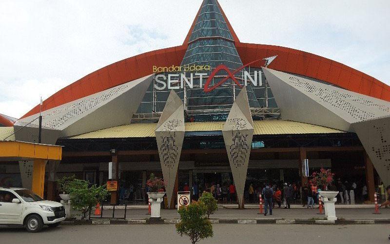 Bandara Sentani. - ANTARA/Evarukdijati