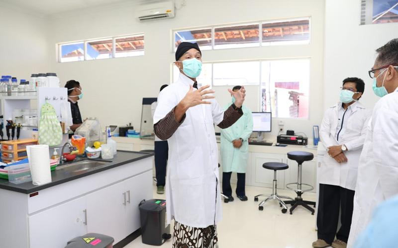 Gubernur Jawa Tengah Ganjar Pranowo meninjau Balai Besar Litbang Vektor dan Reservoir Penyakit (B2P2VRP) di Kota Salatiga. Kamis (26/3/2020). - Humas Pemprov Jateng