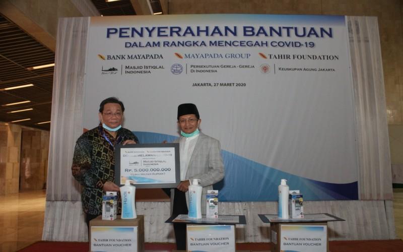 Penyerahan bantuan dari Tahir dan Mayapada Group untuk lawan virus corona atau Covid-19 di Jakarta, Jumat (27/3/2020) - Bisnis/Maria Elena