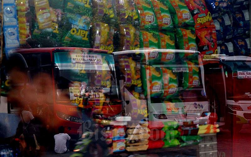 Bus Antar Kota Antar Provinsi menunggu penumpang di Terminal Kampung Rambutan. Bisnis - Nurul Hidayat