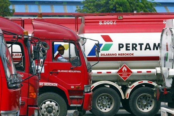 Truk pengangkut BBM Pertamina bersiap melakukan distribusi. - JIBI/Dwi Prasetya