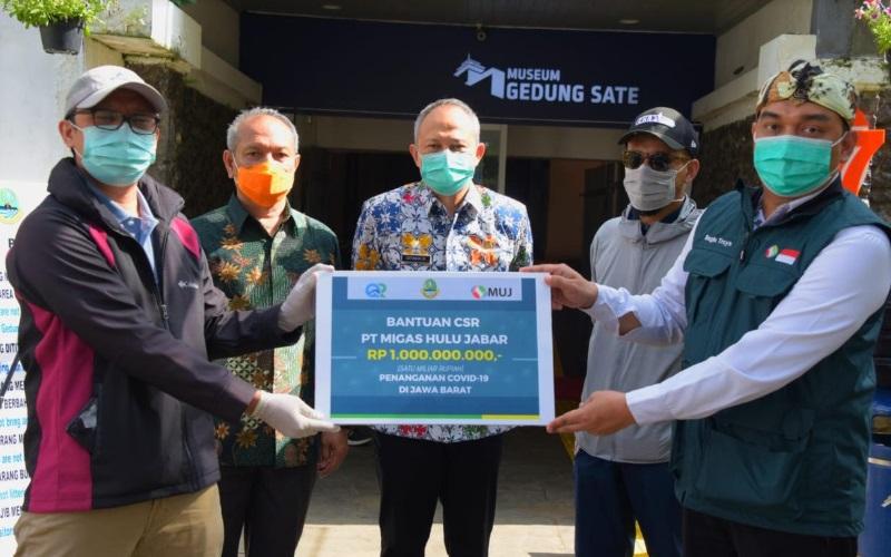 Penyerahan bantuan Rp1 miliar dari PT Migas Hulu Jabar untuk penanganan COVID-19 di Jabar - Istimewa
