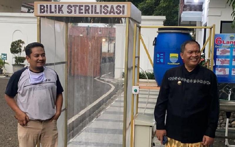 Purwarupa bilik disinfektan yang dipakai di Pendopo Kota Bandung - Bisnis/Dea Andriyawan