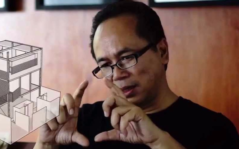 Ahmad Djuhara tengah menerangkan konsep arsitektur. (Potongan YouTube UPH)