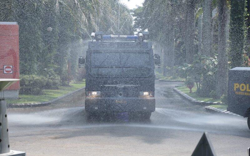 Jl Ijen Kota Malang disemprot disinfektan untuk mencegah penyebaran Covid-19, Sabtu (28/3/2020). - Istimewa
