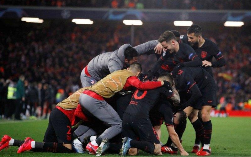 Arsip - Pemain Atletico Madrid merayakan kemenangan atas Liverpool pada pertandingan babak 16 besar Liga Champions di stadion Anfield, Liverpool, Kamis (12/3/2020) dini hari. Liberpool tersingkir dari Liga Champions setelah kalah dengan skor 2-3 - Antara.