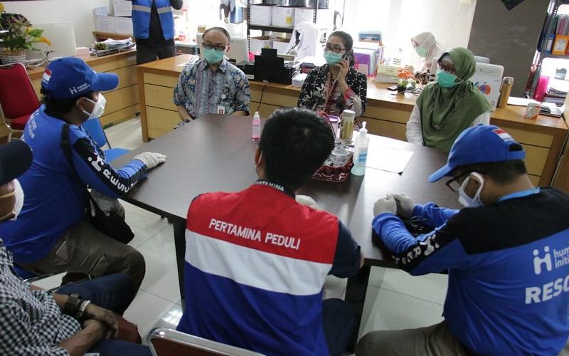 Pertamina memberikan bantuan kepada tim medis penanganan Covid-19 di RS Wahidin Sudiro Husodo, Makassar, Sulawesi Selatan - Istimewa
