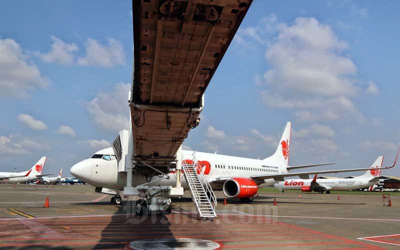 Pesawat Lion Air terparkir di Apron Bandara Soekarno-Hatta, Tangerang, Banten, Selasa (17/3/2020). - Bisnis/Eusebio Chrysnamurti
