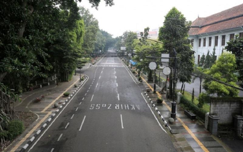 Jalan Merdeka Kota Bandung tanpa kendaraan setelah ruas jalan tersebut ditutup oleh polisi, Minggu (29/3/2020) - Humas Bandung