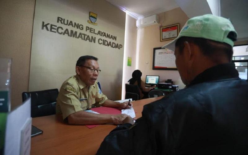 Pelayanan di Kecamatan Cidadap Kota Bandung tetap berjalan - Bisnis/Dea Andriyawan