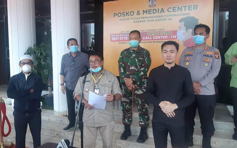 Wali Kota Balikpapan Rizal Effendi saat mengumumkan perkembangan penanganan kasus virus Corona - Bisnis/Jaffry Prabu Prakoso