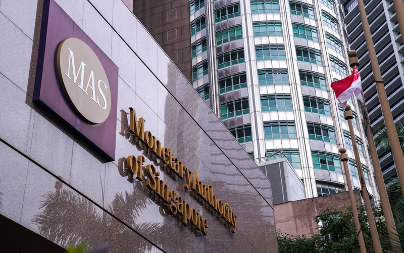 Tampak depan Gedung Monetary Authority of Singapore -  Bloomberg/Ore Huiying