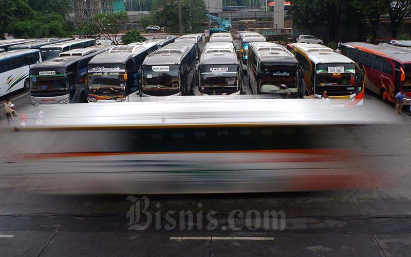 Bus Antar Kota Antar Provinsi menunggu penumpang di Terminal Kampung Rambutan. - Bisnis/Nurul Hidayat