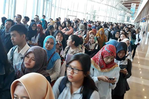 Pencari kerja memadati Indonesia Career Expo, di International Convention Exhibition (ICE) BSD, Serpong , Tangerang Selatan, Jumat (8/9). - JIBI/Endang Muchtar