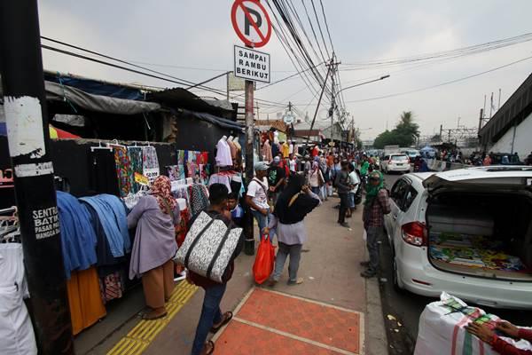 Kawasan Pasar Tanah Abang di Jakarta Pusat semrawut - Antara