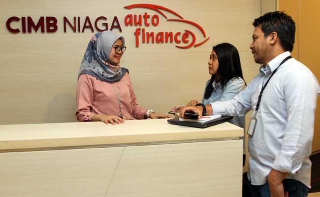ilustrasi - Karyawan beraktivitas di kantor CIMB Niaga Auto Finance di Jakarta. Bisnis - Endang Muchtar