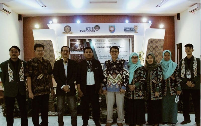 Jajaran Dosen dan Mahasiswa dari STIE Perbanas Surabaya.