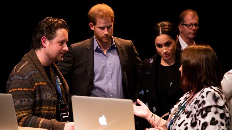Pangeran Harry dan Meghan Markle dalam suatu acara November 2019. - Twitter @KensingtonRoyal