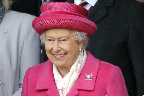 Ratu Elizabeth II - Eonline
