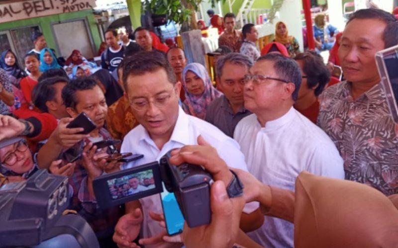 Menteri Sosial Juliari P Batubara saat memberikan keterangan kepada wartawan. - Bisnis - Alif Nazzala Rizqi