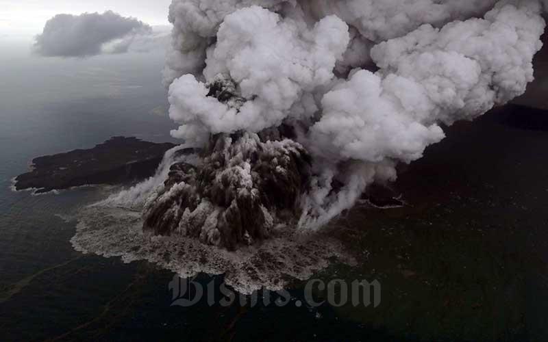 Ilustrasi-Letusan Gunung Anak Krakatau terlihat dari foto udara yang diambil dari pesawat Cessna 208 B Grand Caravan milik Maskapai SusiAir di Selat Sunda, Minggu (23/12/2018). - Bisnis/Nurul Hidayat