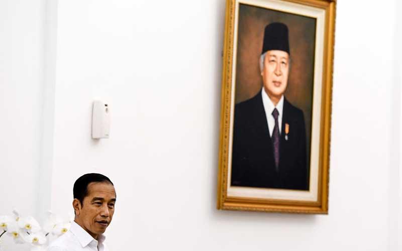 Presiden Joko Widodo saat memberikan keterangan pers terkait COVID-19 di Istana Bogor, Jawa Barat, Senin (16/3/2020). - ANTARA/Hafidz Mubarak A