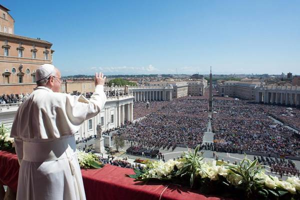 Paus Fransiskus di Kota Vatikan - nydaily