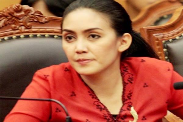 Anggota fraksi Partai Demokrasi Indonesia Perjuangan, Rieke Diah Pitaloka - Antara